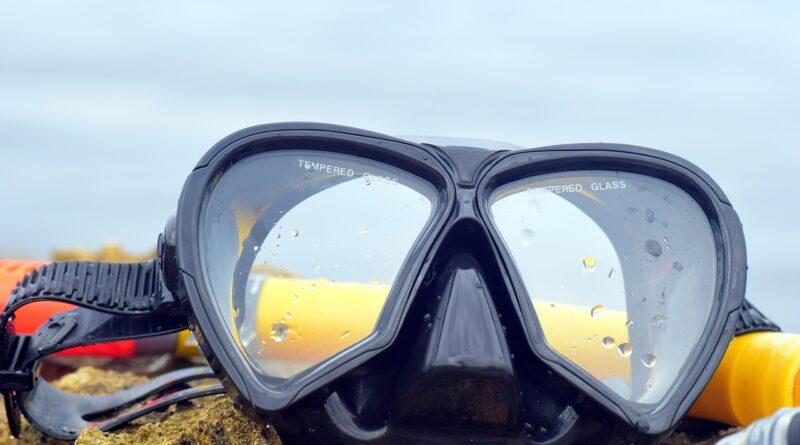 Dykkermaske ligger på strand