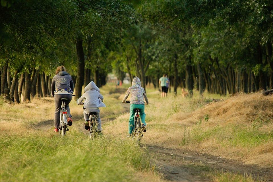 Familie på cykeltur